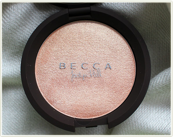 Becca - Champagne Pop with Jaclyn Hill signature overlay
