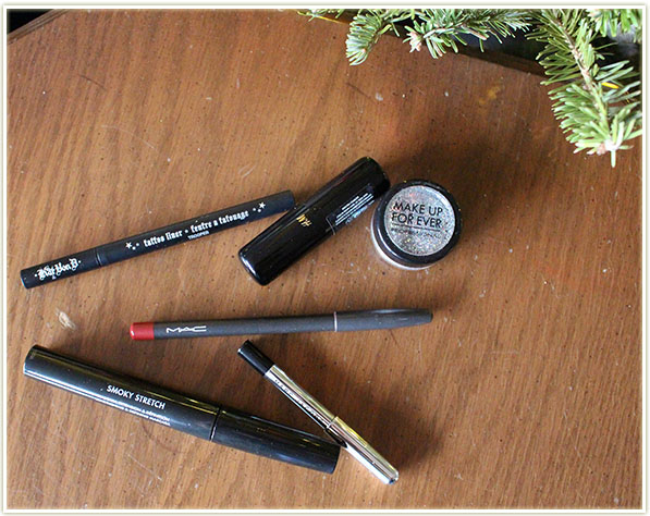 Kat Von D Tattoo Liner in Trooper, H&M Beauty lip primer, Make Up For Ever Glitter (25), MAC Brick lip liner, Marc Jacobs Highliner Gel crayon in Blacquer and Make Up For Ever Smoky Stretch