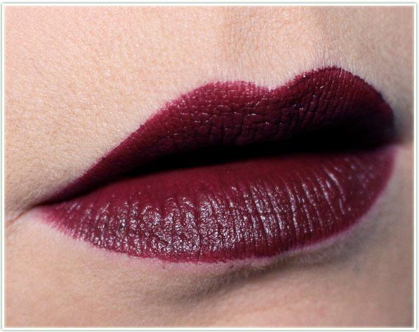 MAC Cosmetics - Kabuki Magic - Jasper lipstick