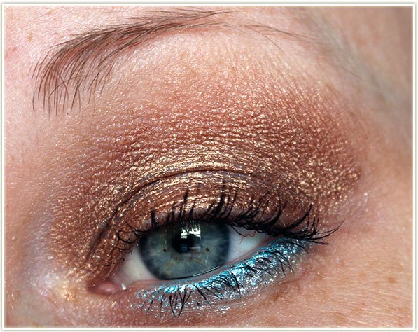 Wearing Velvet Shadow Sticks in Siros and Grand-Large