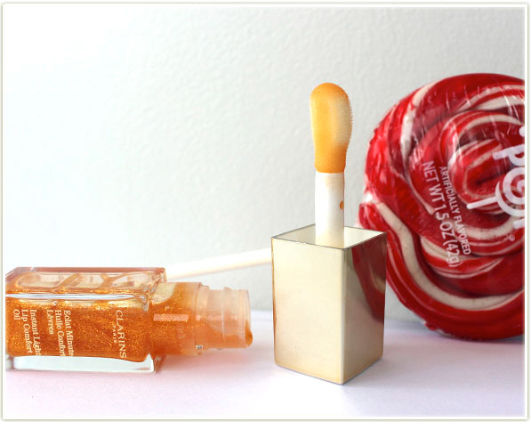 Clarins Instant Light Lip Comfort Oil comes with a really bulbous applicator tip