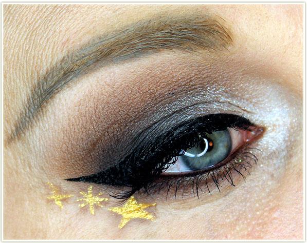 DAVIDsTEA - Glittering Ghost makeup look