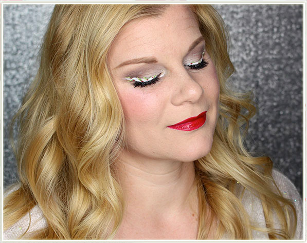 DAVIDsTEA Holly Berries Inspired Makeup Look