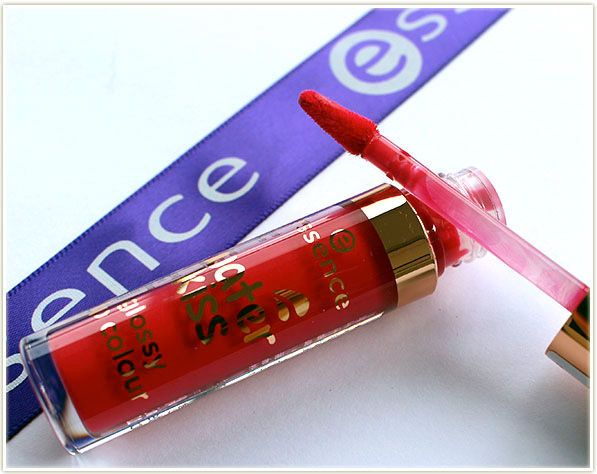 essence Water Kiss Glossy Lip Colours have a paddlefoot applicator
